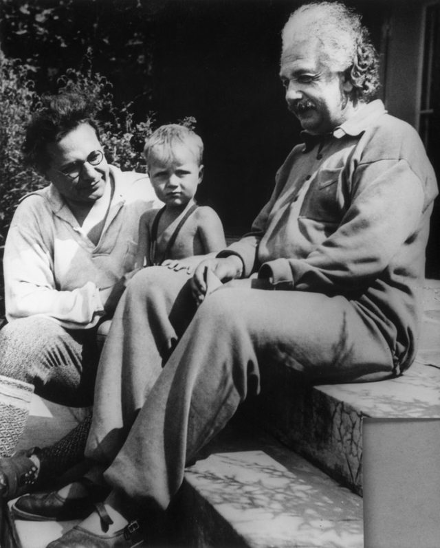 Albert Einstein, oğlu Hans Albert ve torunu Bernhard, 1936