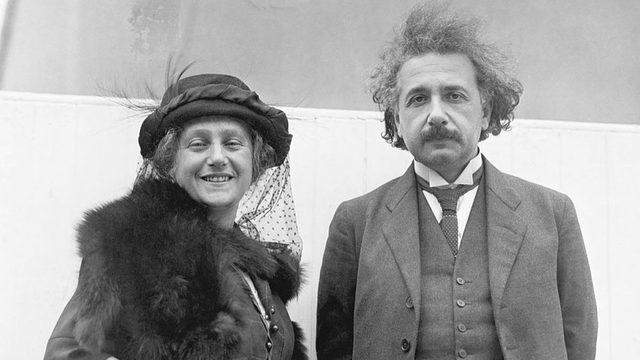 Albert Einstein hala Mileva ile evliyken kendi kuzeni Elsa ile romantik bir ilişkiye girmişti