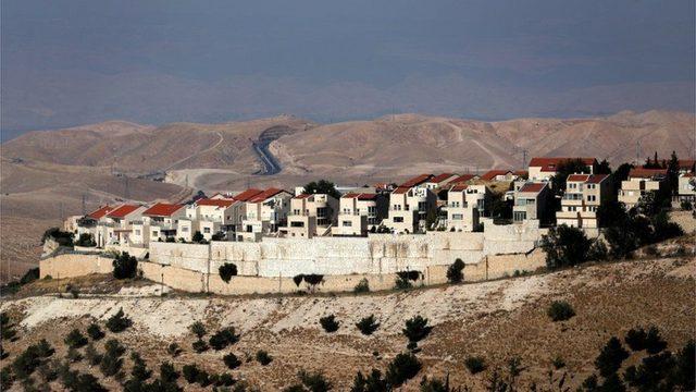 İsrail hükümetleri sürekli, işgal altındaki Filistin topraklarında inşa edilen Yahudi yerleşimlerini genişletme stratejisi izledi