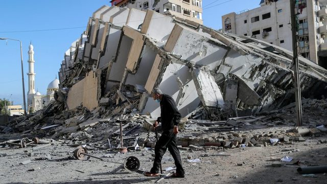 İsrail ordusu Gazze'ye yüzlerce hava saldırısı düzenledi