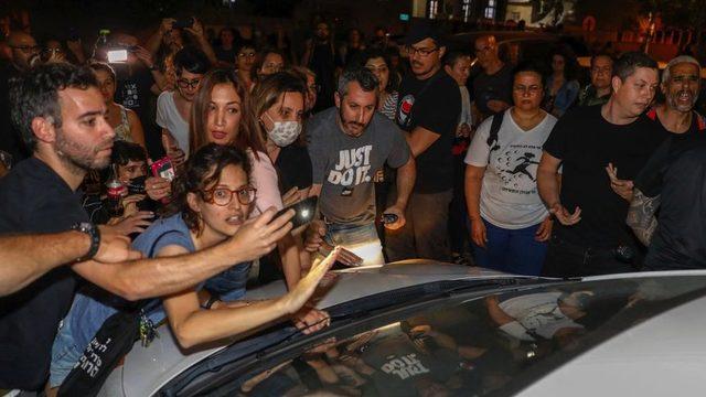 İsrailli Yahudi ve Arap protestocular Yafa'da evlerin satın alınmasını protesto ediyor, 19 Nisan 2021