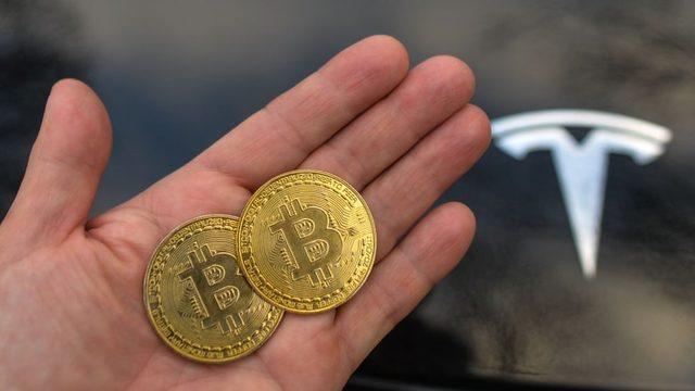 Bitcoin ile Tesla otomobil satışı yapılması askıya alınıyor.