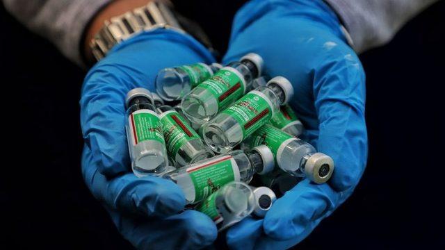 Birçok ülke ve Covax inisiyatifi büyük ölçüde AstraZeneca'nın Hindistan'daki markası Covishield'e bağımlıydı. ca vaccine is known in India