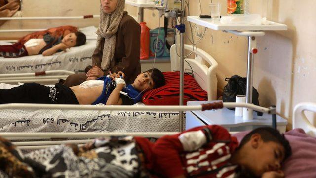 Filistinlilerin büyük bir kısmının tedavi gördüğü El Şifa Hastanesi'nde çocuk yaralılar