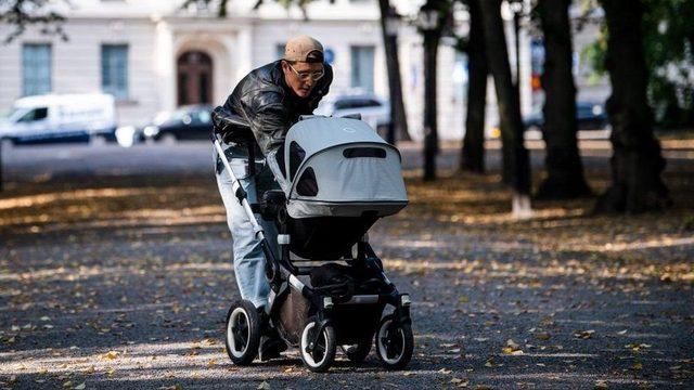İsveç'te anneler de bababalar doğum izni alabiliyor.