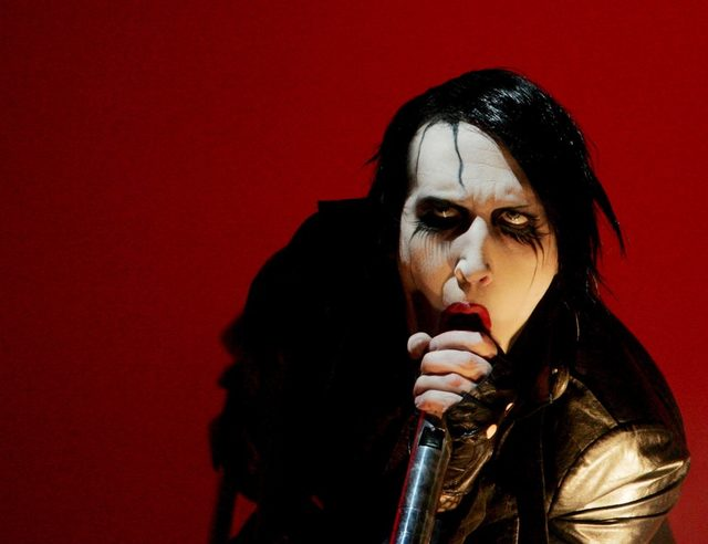 Plak şirketi Marilyn Manson ile olan sözleşmesini, başka kadınlardan da gelen benzer şikayetlerin ardından iptal etmişti