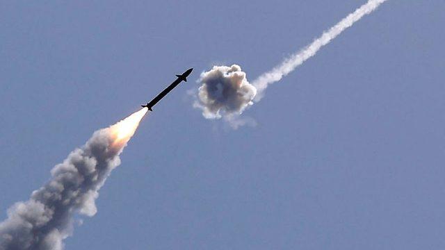 İsrail'in Demir Kubbe sistemi, gelen roketlerin imhası için tasarlandı.
