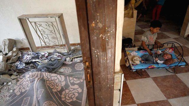Filistinli çocuklar, ateşkesin ardında Beyt Hanun'daki evlerine döndü.