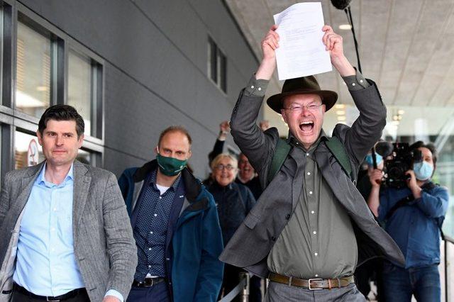 Milieudefensie direktrü Donald Pols, mahkeme kararını sevinçle karşıladı