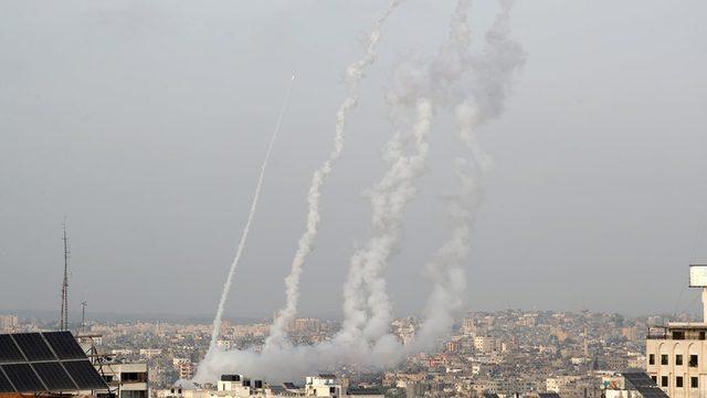 Hamas'ın 10 Mayıs'ta Gazze'den İsrail'e fırlatığı roketlerin ardından İsrail kente hava bombardımanı yaptı