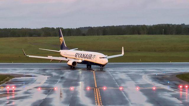 Ryanair'e ait uçak Vilnius'a planlanandan yaklaşık yedi saat sonra indi