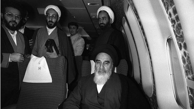 Humeyni uçakta İran'a giderken bir gazetecinin ne hissettiğine dair sorusuna