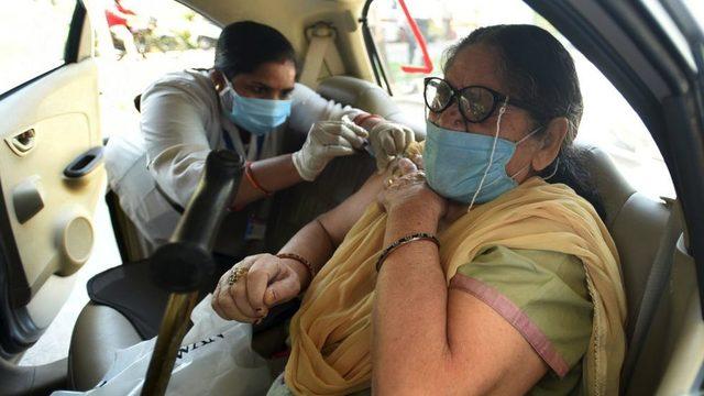 Hindistan, salgınla mücadele edebilmek için aşı ihracatını kısıtladı.