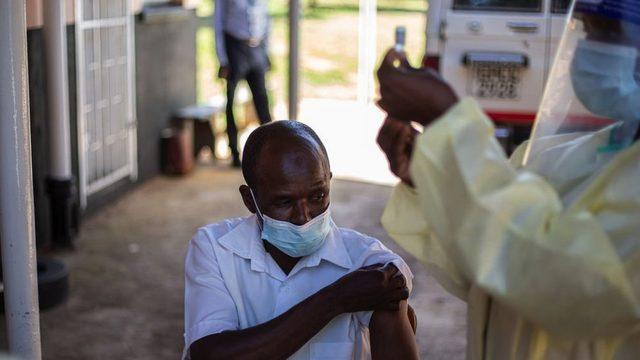 Covax, hemşireler gibi sağlık çalışanlarında başlayarak, her ülkenin nüfusunun en az yüzde 20'sini aşılamayı amaçlıyor.