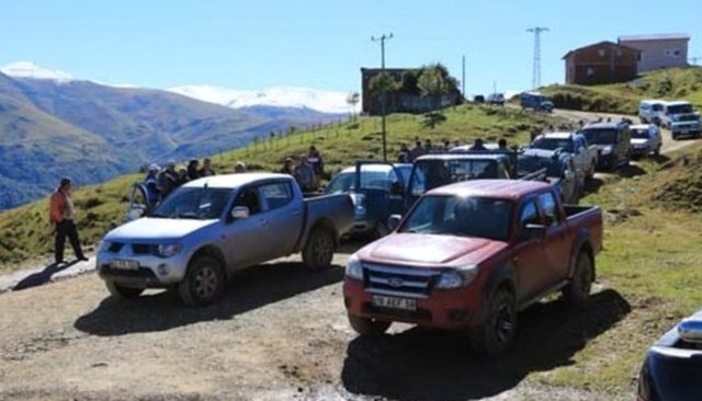 Trabzon'da yaylacılar evlerini yıktırmamak için 24 saat nöbet tutuyor