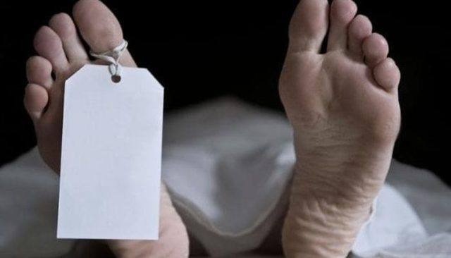 Cenazede şoke oldular! Ölünün göğsü inip kalkmaya başlayınca...