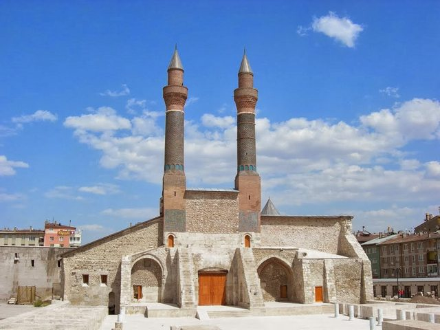 Sivas-Çifte-Minareli-Medrese
