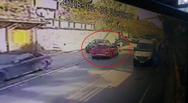 Üsküdar'da kadın sürücünün karıştığı feci kaza kamerada