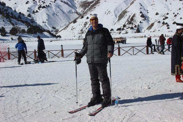 Kayak severler Erzincan'da mehter ile karşılandı