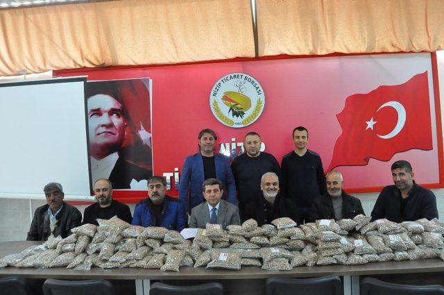 Afrin'deki Mehmetçiğe 1 ton Antep fıstığı gönderildi