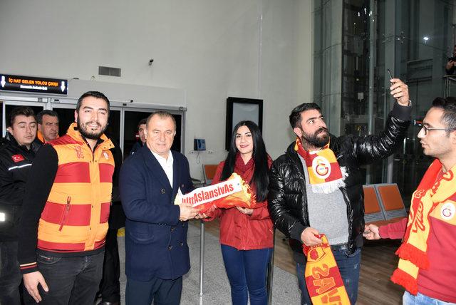 Galatasaray'a Sivas'ta meşaleli karşılama
