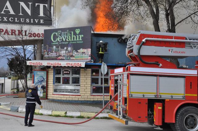 Lunapark deposundaki yangında 88 yaşındaki bekçi öldü
