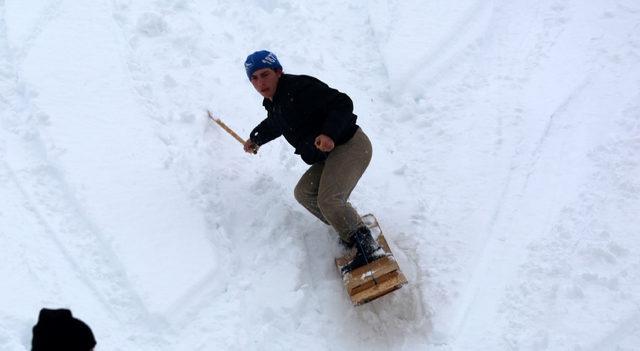 Rize'de 'bal' ödüllü tahtalı kayak yarışı