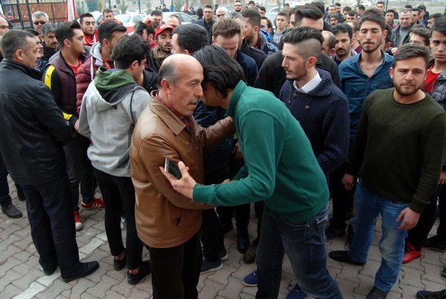 Afrin şehidinin ailesine vatandaşlardan taziye ziyareti
