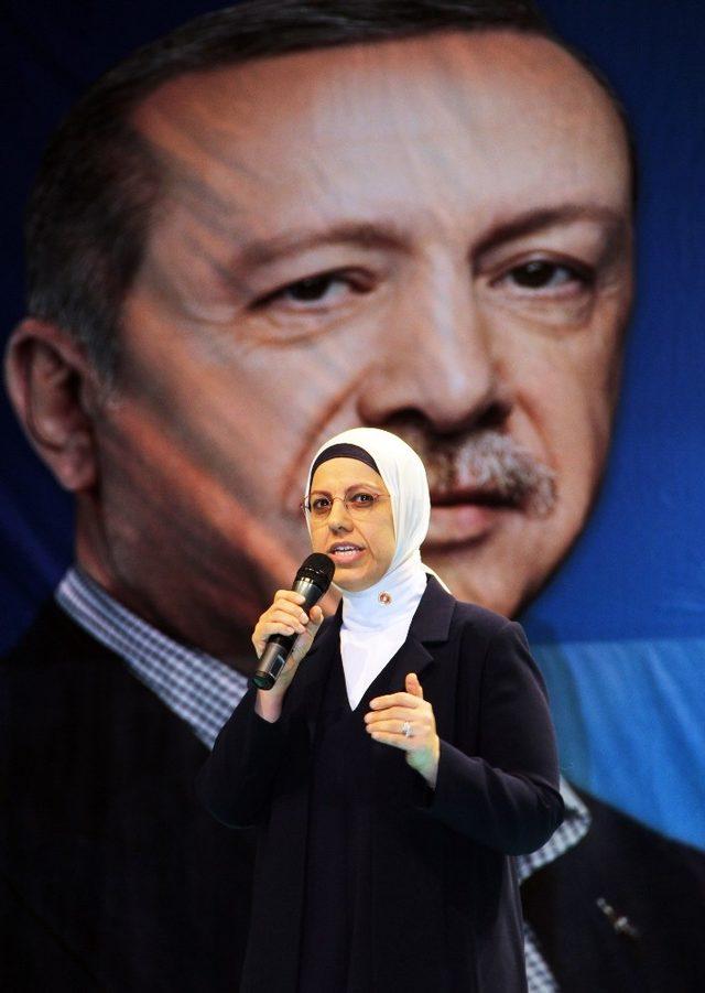 AK Parti Genel Başkan yardımcısı Ravza Kavakçı Kan;