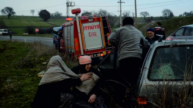 Balıkesir'deki iki ayrı kazada 16 kişi yaralandı