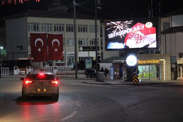 Sivas Belediyesi'nden Galatasaray'a dev ekrandan galibiyet göndermesi