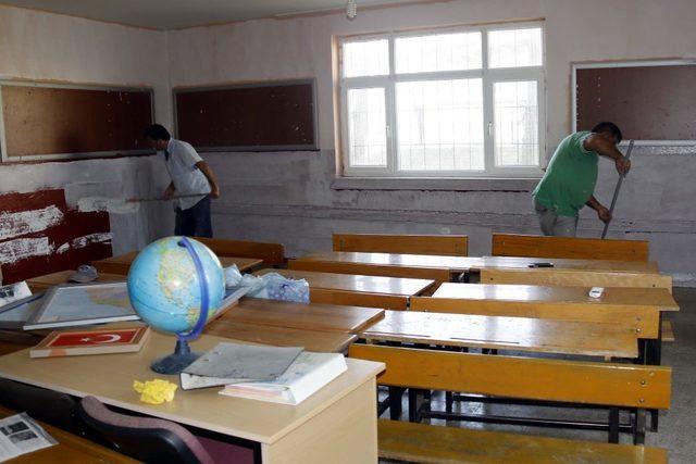 Akdeniz'de okullara destek sürüyor
