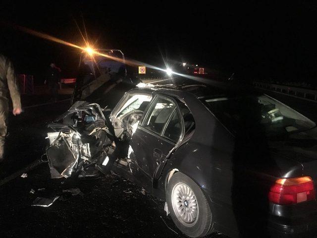 Otomobil tıra çarptı: 1 ölü, 4 yaralı