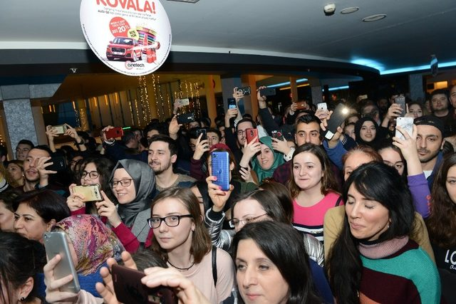 Cebimdeki Yabancı'ya Bursa'da yoğun ilgi