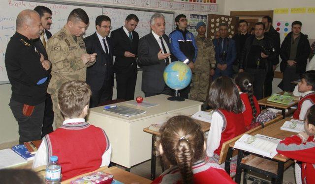 Hakkari'de 70 bin öğrenci yeniden ders başı yaptı