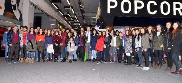 Başkan Çerçioğlu'ndan öğrencilere sinema hediyesi