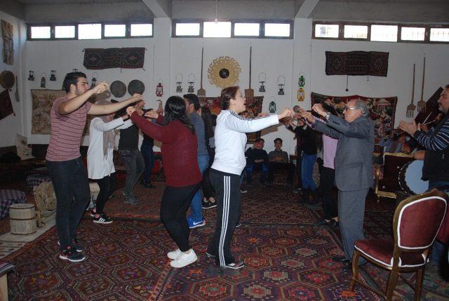 Silifke Türkmen Halk Kültür Derneği halk oyunları ekibi kurdu