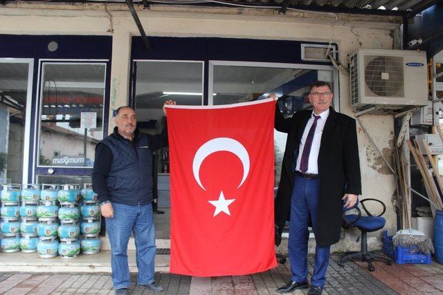 Vezirhan Türk bayrakları ile donatılıyor