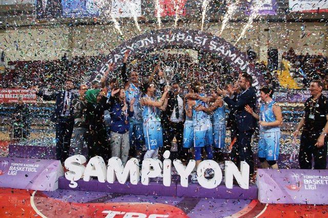 İzmit Belediyespor şampiyon