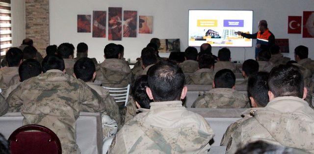 Bingöl'de askere temel afet bilinci eğitimi
