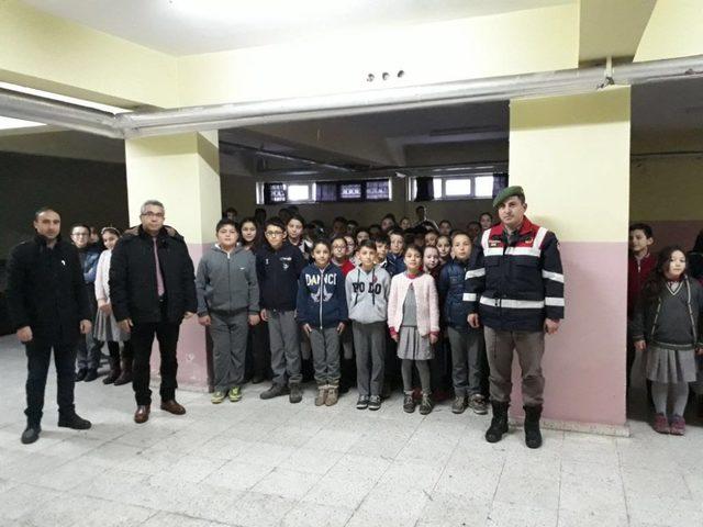 Jandarma, okul ve çevrelerinde denetimlerini sıklaştırdı
