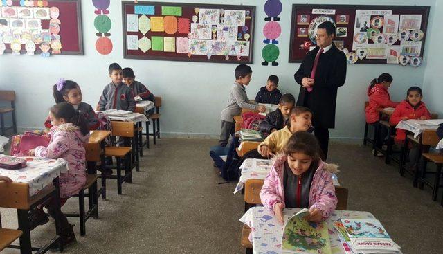 Gürpınar'da öğrenciler ders başı yaptı
