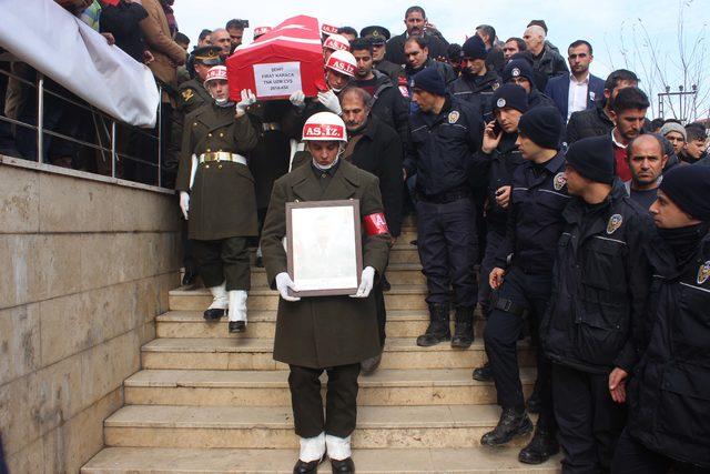 Şehit Uzman Çavuş Karaca'yı son yolculuğuna 3 bin kişi uğurladı