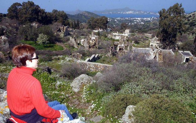 Kentsel sit alanındaki 600 yıllık köy kaderine terk edildi