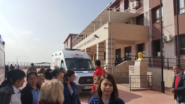 İzmir'de okulda doğal gaz patlaması: 1'i ağır 5 yaralı (2)