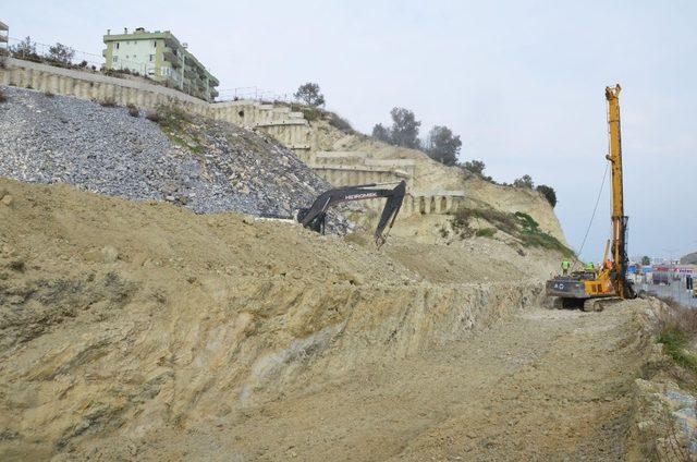 Heyelan bölgesinde zemin stabilizasyon çalışmaları başladı