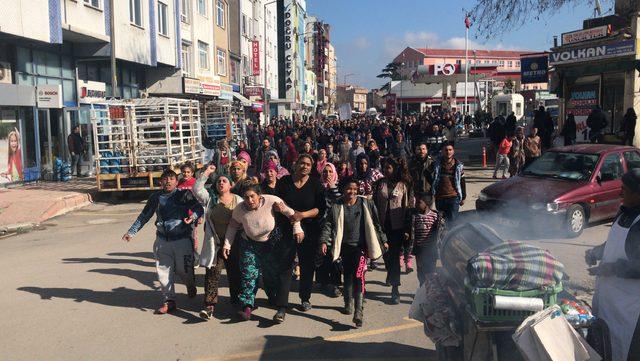 Bonzaiden ölen gencin cenazesi öncesi, zehir tacirlerini protesto ettiler