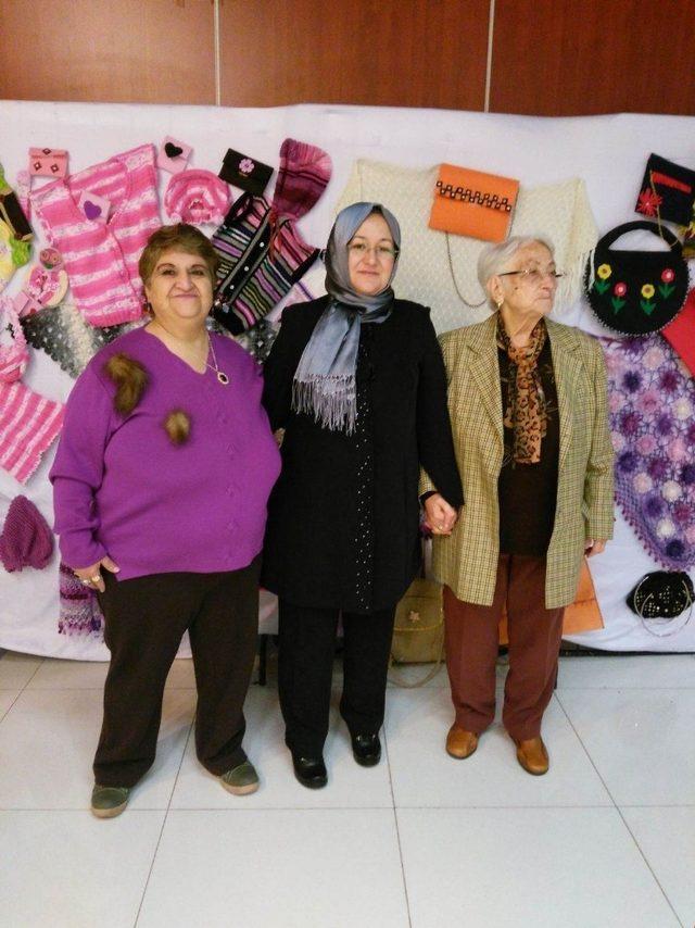 Eğirdir Huzurevi sakinleri Antalya'da sergi açtı