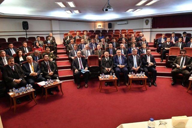 Vali Karahan kaliteli hizmet için kurumlar arası koordinasyona dikkat çekti