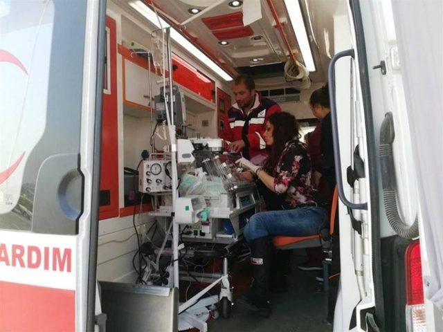 Hava ambulans Çelik bebek için uçtu